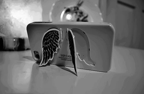 My phone has wings it believes it can fly LMAO haha xx