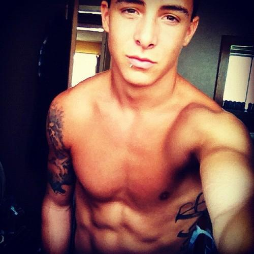 DAAAMN! hes hot lol ^_^ he gonna be my future hubby haha