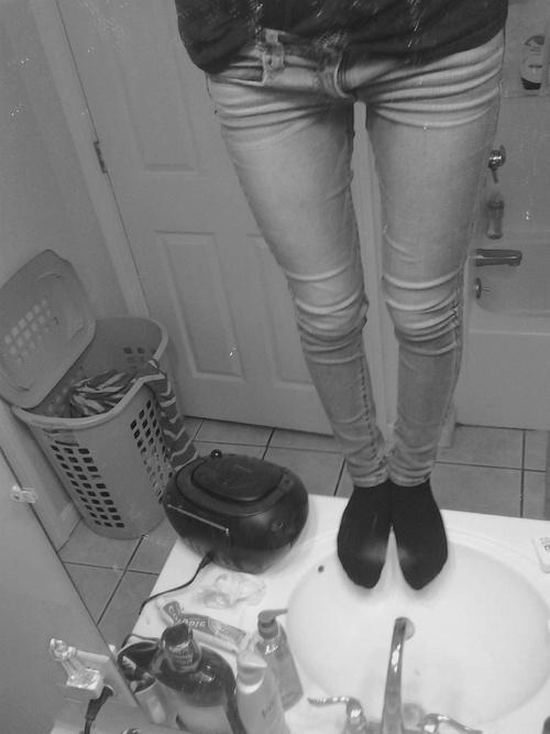 Im standing on top of my sink hello